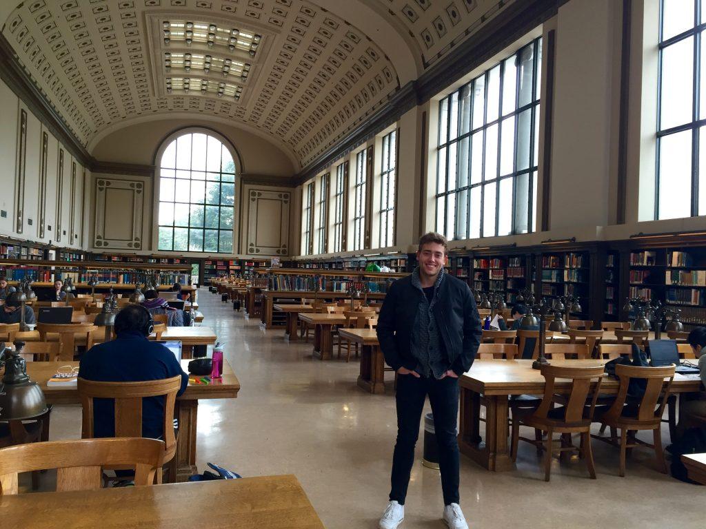 Lernen in einer US-amerikanischen Bibliothek: Louis verbrachte ein Semester in Kalifornien. Foto: Privat