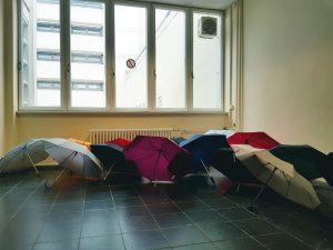 Regenschirme vor dem UB-Lesesaal (Bildquelle: Marc Spieseke)