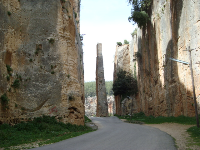 Brueckenpfeiler in Saladins Burg