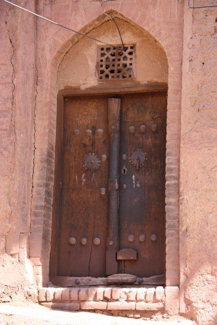 Tür mit zwei Klopfern