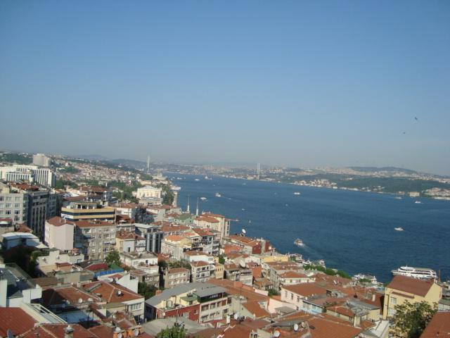 Blick auf die Bosporusbrücke - aus dem Badfenster des DAI