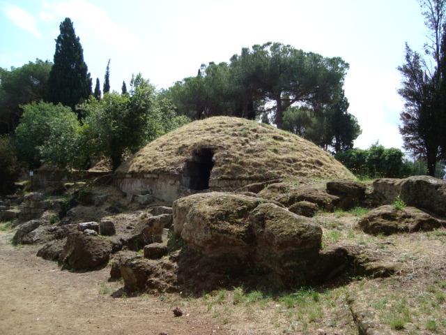 Grabtumulus in der Etruskernekropole von Cerveteri