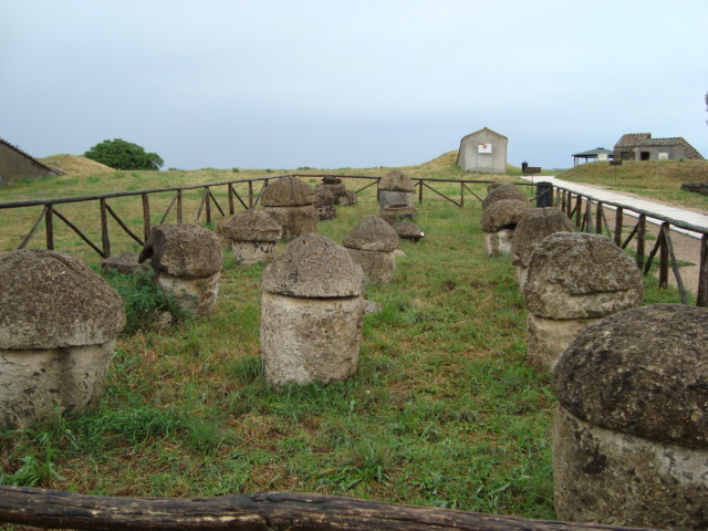 """Etruskische """"Urnenbehälter"""" in Tarquinia"""