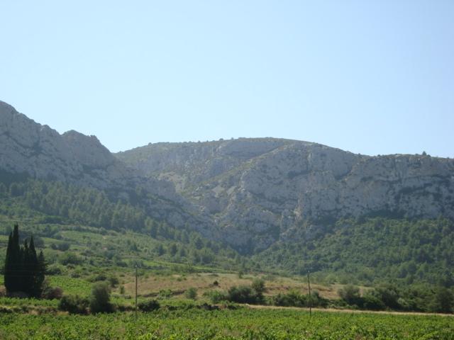 Tautavel - Berge gegenüber der homo erectus-Fundstelle